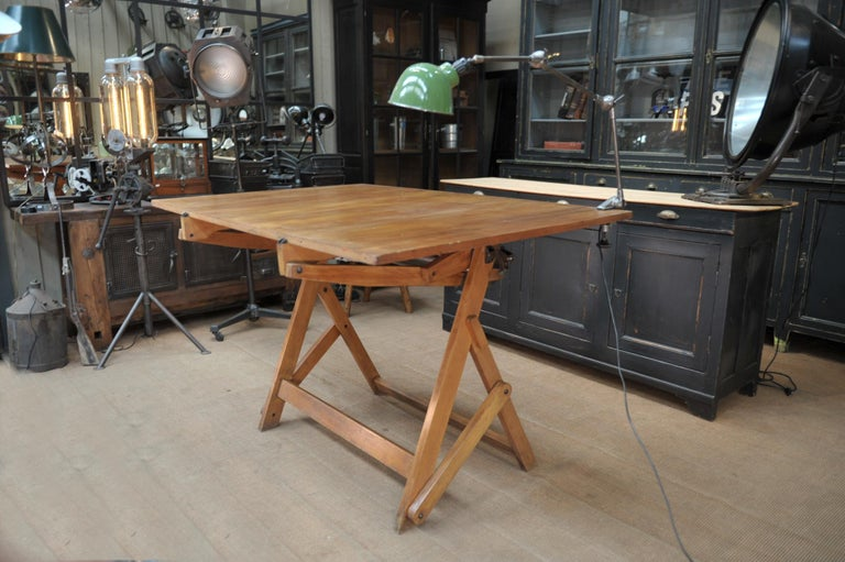 Adjustable Architect's Drafting Table or Writing Desk, with Lamp, circa 1920s In Good Condition In Roubaix, FR