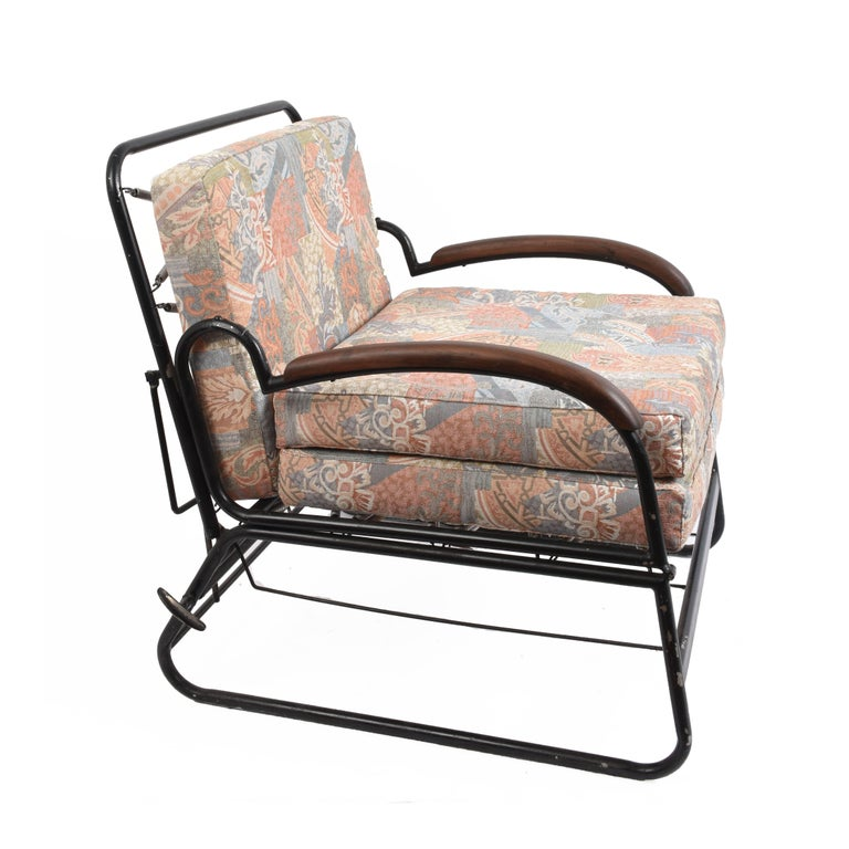 Adjustable bed armchair in curved metal with wooden armrests. It can be used as an armchair or a bed. Published in the past, antiques and modernism by Elisabetta Barborini Ferrari and Augusto Bulgarelli on p. 240.