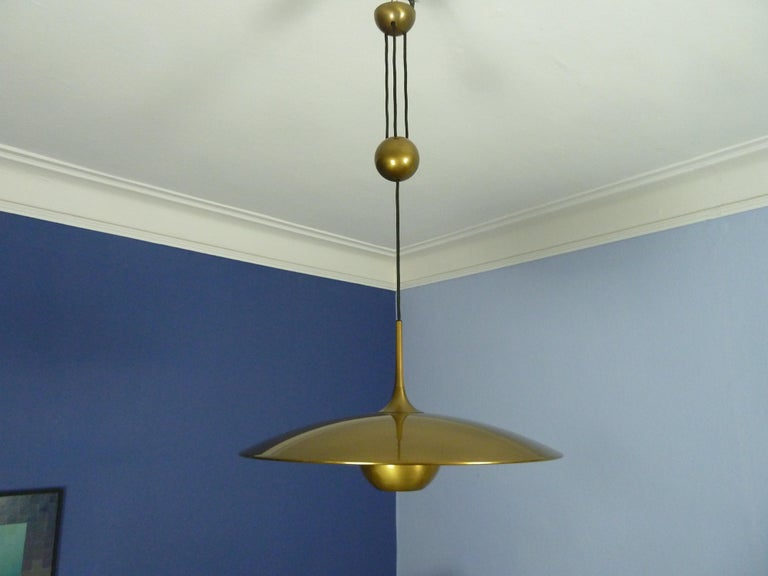 German Adjustable Brass Pendant Onos55 by Florian Schulz with a Central Counterweight For Sale