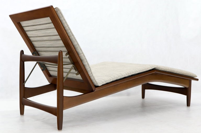 Adjustable Danish Mid-Century Modern Chaise Lounge by Selig For Sale 1