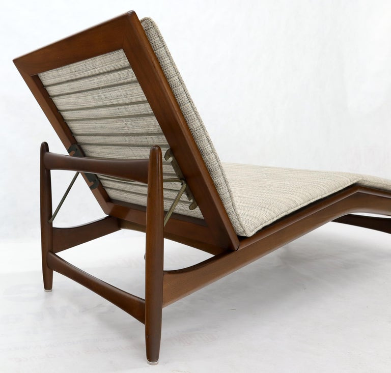 Adjustable Danish Mid-Century Modern Chaise Lounge by Selig For Sale 2