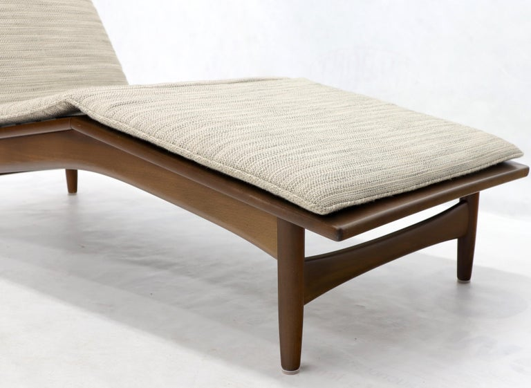 Adjustable Danish Mid-Century Modern Chaise Lounge by Selig For Sale 3