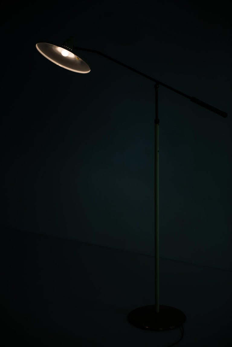 Adjustable Floor Lamp Attributed to Giuseppe Ostuni Produced by Stilnovo For Sale 7