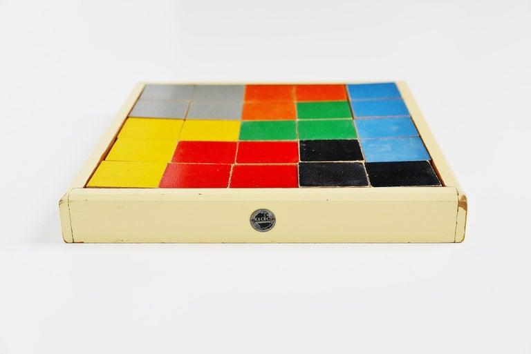 Hand-Painted Ado Ko Verzuu Puzzel Box Model 259 Holland 1939 For Sale