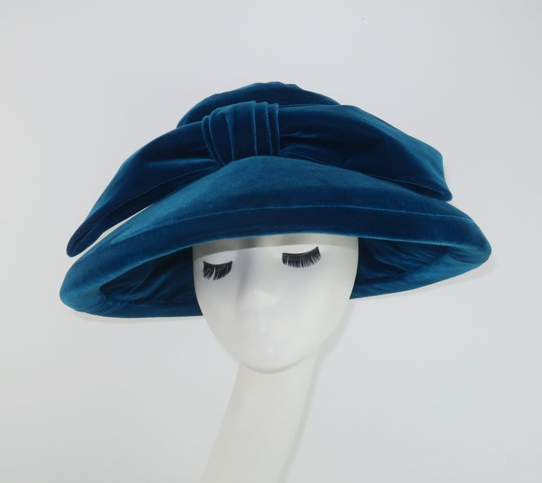 Adolfo Peacock Blue Velvet Wide Brim Hat With Bow, C.1960 In Good Condition For Sale In Atlanta, GA