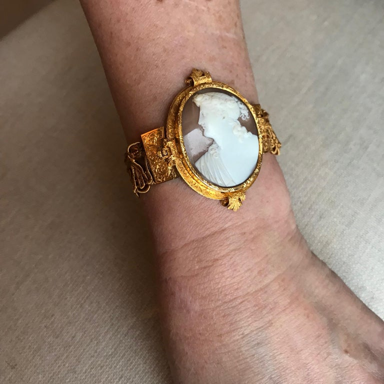 Froment-Meurice Set in 18 Carat, Yellow Gold and Cameo, 19th Century For Sale 10