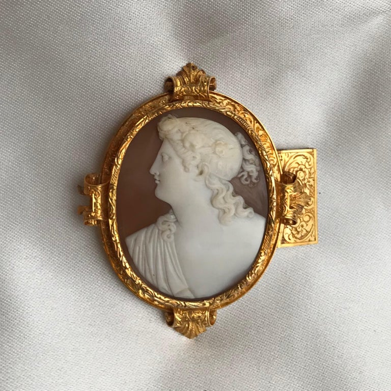 George V  Froment-Meurice Set in 18 Carat, Yellow Gold and Cameo, 19th Century For Sale