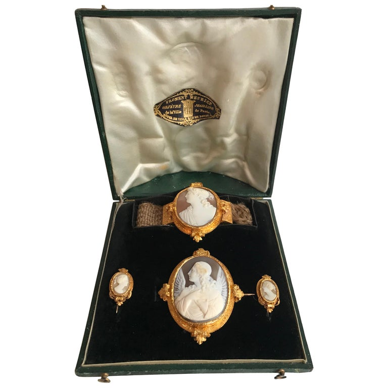 Froment-Meurice Set in 18 Carat, Yellow Gold and Cameo, 19th Century For Sale
