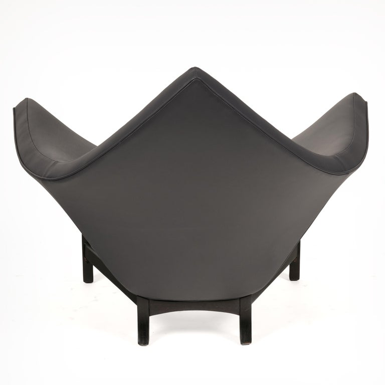 Adrian Pearsall Black Leather Coconut Chair, USA 1960s In Good Condition For Sale In New York, NY