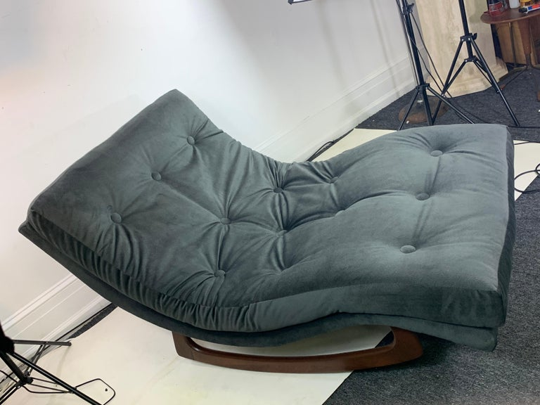 Adrian Pearsall Chaise Lounge Rocker In Good Condition For Sale In Allentown, PA