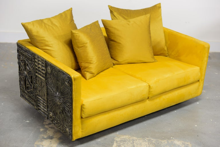 This incredible (and rare) brutalist loveseat by Adrian Pearsall for Craft Associates, 1960s, features a brutalist case sofa design with soft luxurious golden colored velvet fabric upholstery and six matching silk fabric loose pillows.  This rare