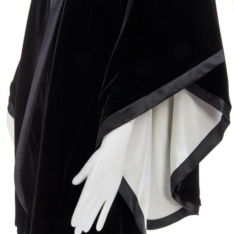 ADRIENNE LANDAU black velvet white silk lined cape poncho shawl jacket  ADRIENNE LANDAUBlack velvet outer. Satin trimming along edges. Silk lining. Cape poncho shawl.  CONDITION Very good, this item was pre-owned and is in very good condition. There