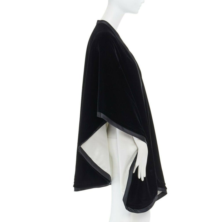 ADRIENNE LANDAU black velvet white silk lined cape poncho shawl jacket In Excellent Condition For Sale In Hong Kong, NT