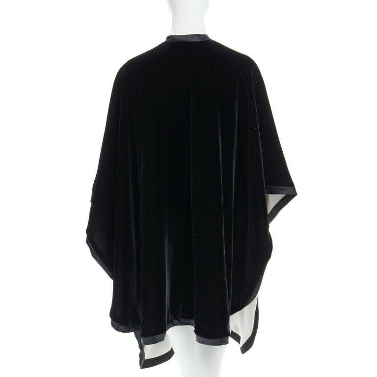 ADRIENNE LANDAU black velvet white silk lined cape poncho shawl jacket For Sale 1