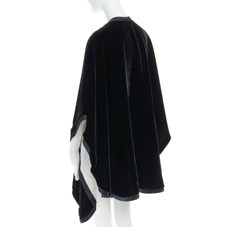 ADRIENNE LANDAU black velvet white silk lined cape poncho shawl jacket For Sale 2