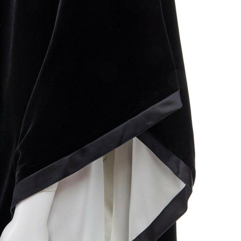 ADRIENNE LANDAU black velvet white silk lined cape poncho shawl jacket For Sale 3