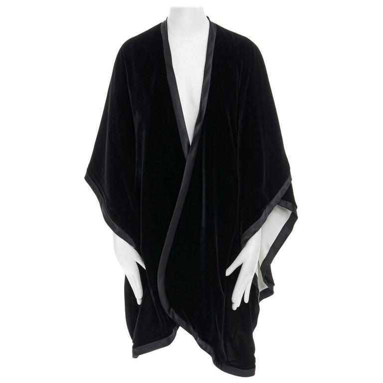 ADRIENNE LANDAU black velvet white silk lined cape poncho shawl jacket For Sale