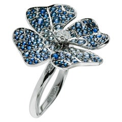 AENEA 18 Karat White Gold Blue Sapphires E-F/VVS White Diamonds Flower Ring