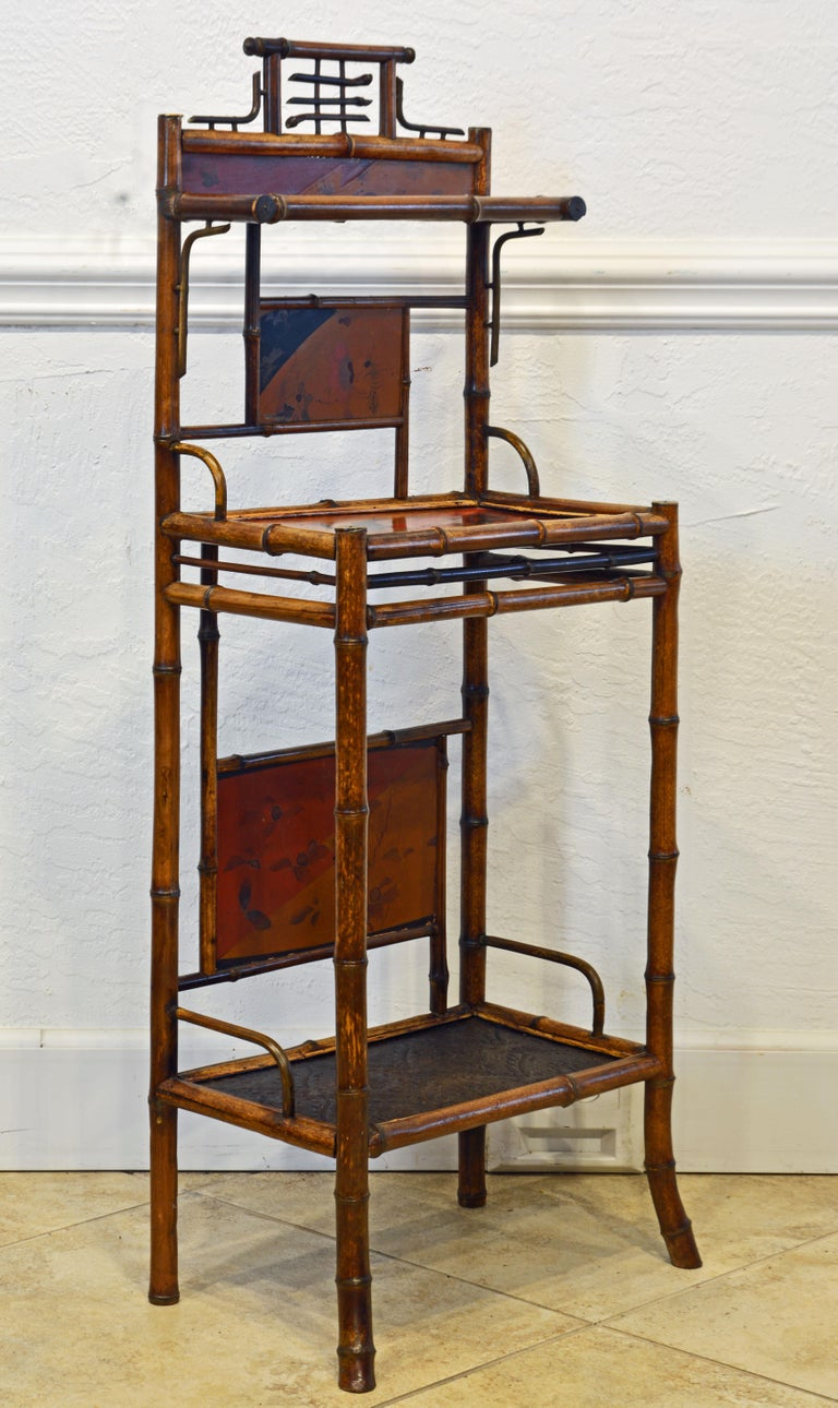 Aesthetic Movement English Chinoiserie Bamboo and Lacquer Étagère, 19th Century In Good Condition For Sale In Ft. Lauderdale, FL