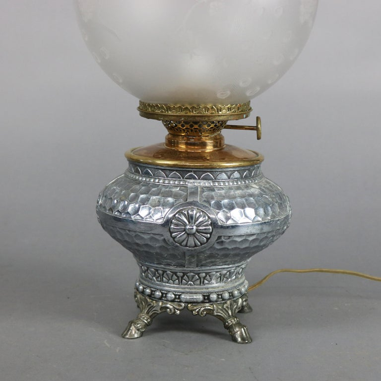 Aesthetic Movement Hammered Silverplate Banquet Lamp with Etched Glass Shade In Good Condition For Sale In Big Flats, NY