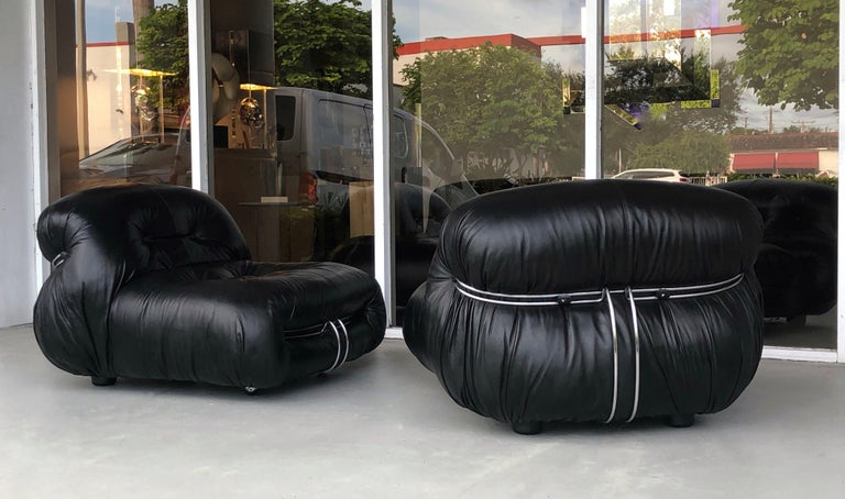 Afra & Tobia Scarpa Pair of Soriana Black Leather Lounge Club Chairs In Good Condition In Miami, FL