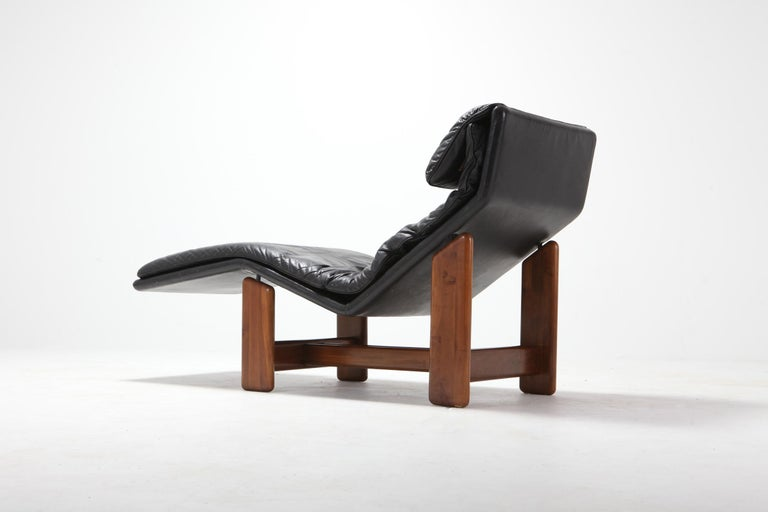 European Afra & Tobia Scarpa Black Leather and Walnut Lounge Chair For Sale