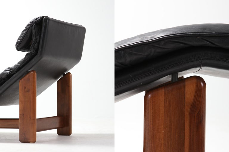 Afra & Tobia Scarpa Black Leather and Walnut Lounge Chair For Sale 2
