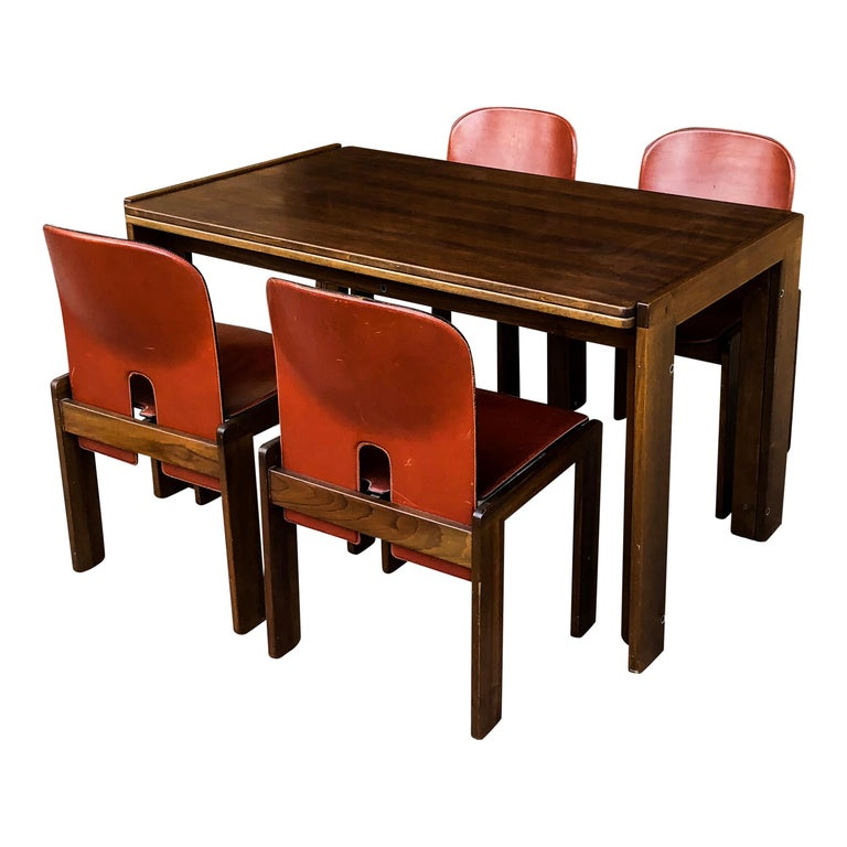A dining set composed of seven