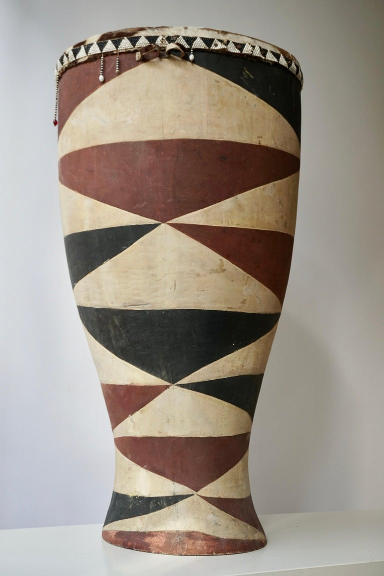 African Tribal Painted Hide Drum Table with Zebra Covering from Congo In Good Condition For Sale In Antwerp, BE
