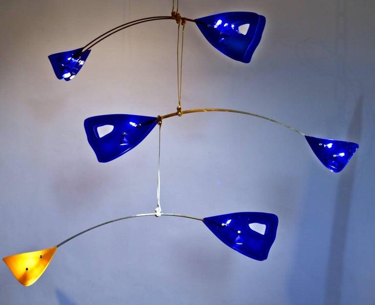 Mid-Century Modern Illuminated Sculpture Murano Glass Brass Mobile Chandelier, Cobalt For Sale