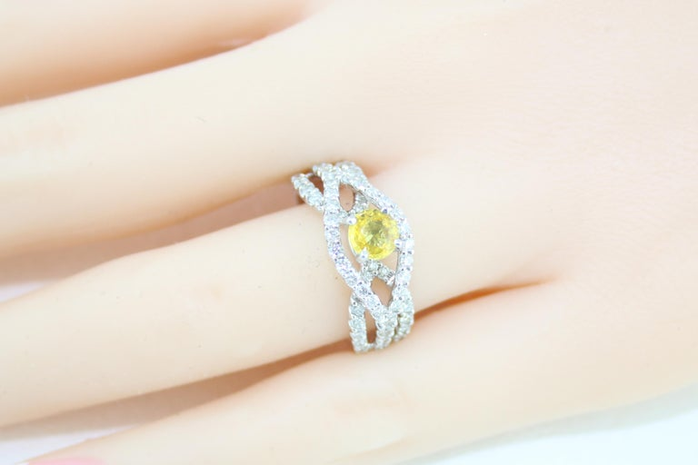 AGL Certified 0.59 Carat Round Yellow Sapphire and Diamond Gold Ring For Sale 2