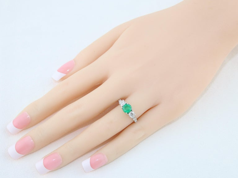AGL Certified 0.77 Carat Emerald Three-Stone Diamond Gold Ring In New Condition For Sale In New York, NY