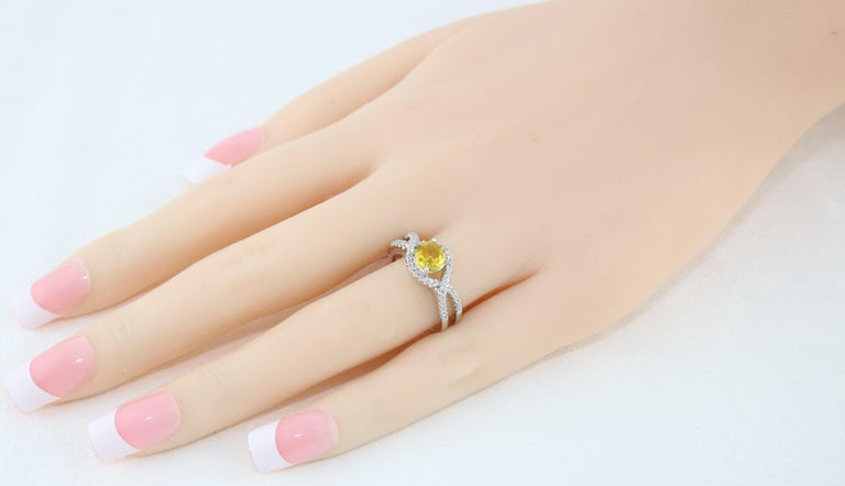 Contemporary AGL Certified 0.77 Carat Round Yellow Sapphire and Diamond Gold Ring For Sale