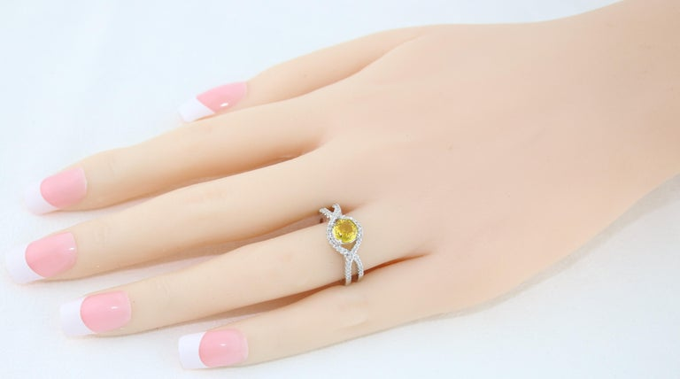 AGL Certified 0.77 Carat Round Yellow Sapphire and Diamond Gold Ring In New Condition For Sale In New York, NY