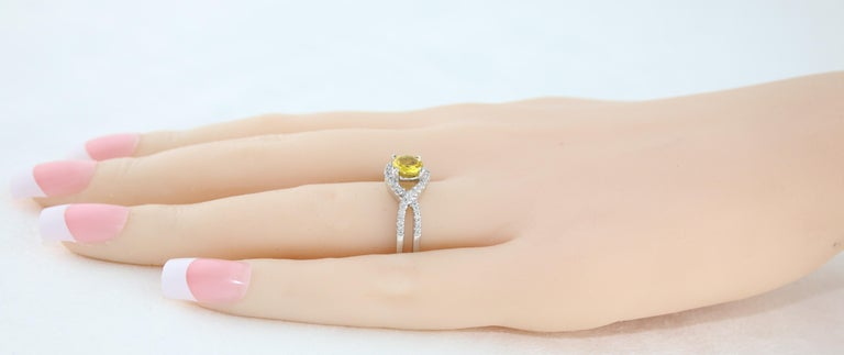 AGL Certified 0.77 Carat Round Yellow Sapphire and Diamond Gold Ring For Sale 2