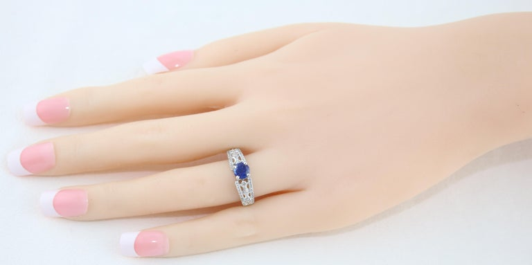 Round Cut AGL Certified 0.80 Carat Sapphire Diamond Gold Ring For Sale