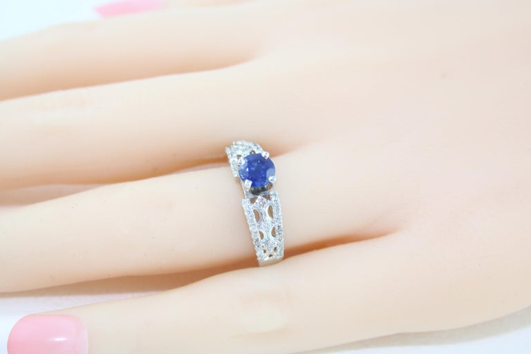 AGL Certified 0.80 Carat Sapphire Diamond Gold Ring For Sale 1