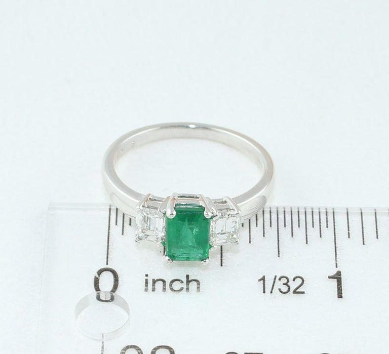 AGL Certified 0.84 Carat Emerald Three-Stone Diamond Gold Ring For Sale 4