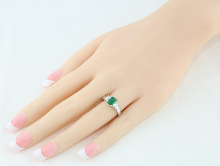 Contemporary AGL Certified 0.84 Carat Emerald Three-Stone Diamond Gold Ring For Sale