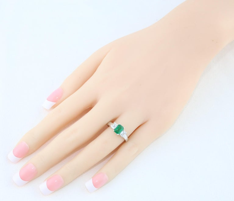 AGL Certified 0.84 Carat Emerald Three-Stone Diamond Gold Ring For Sale 2