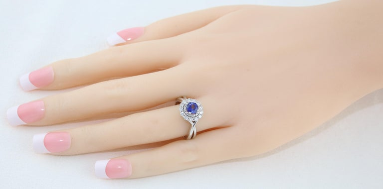Round Cut AGL Certified 0.84 Carat Round Sapphire Diamond Gold Ring For Sale