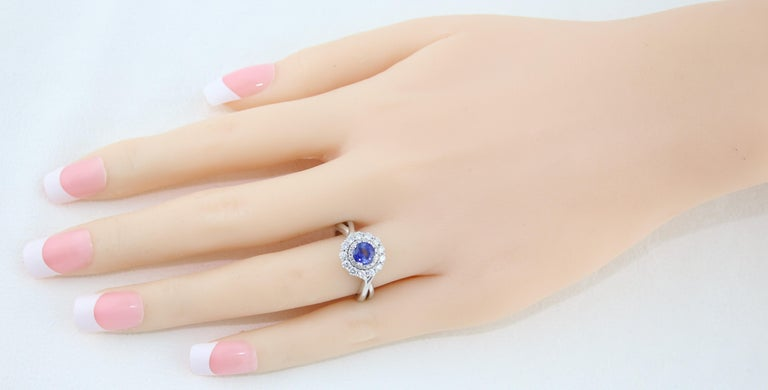 AGL Certified 0.84 Carat Round Sapphire Diamond Gold Ring In New Condition For Sale In New York, NY
