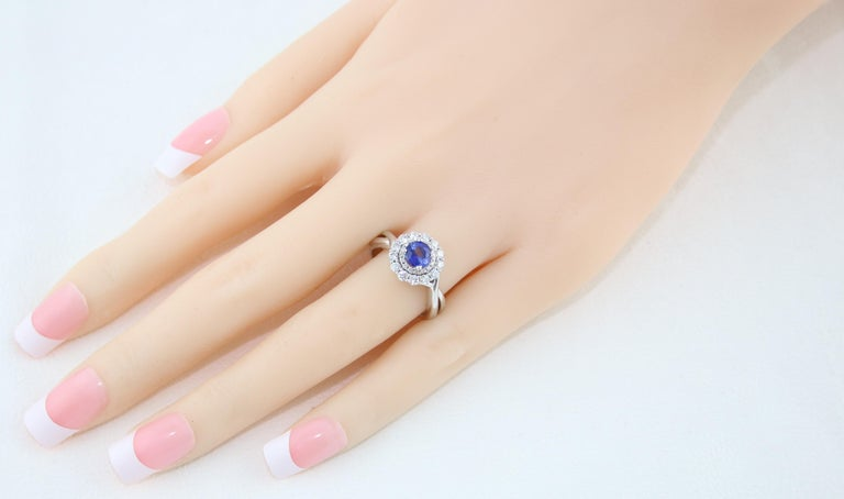 Women's AGL Certified 0.84 Carat Round Sapphire Diamond Gold Ring For Sale