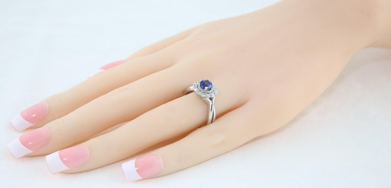 AGL Certified 0.84 Carat Round Sapphire Diamond Gold Ring For Sale 1