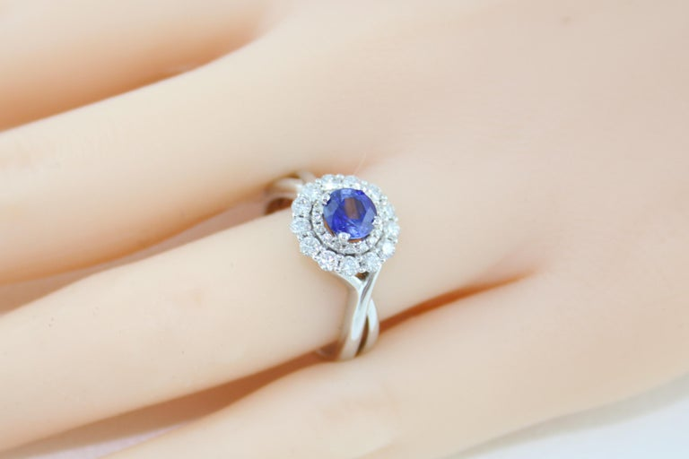 AGL Certified 0.84 Carat Round Sapphire Diamond Gold Ring For Sale 3