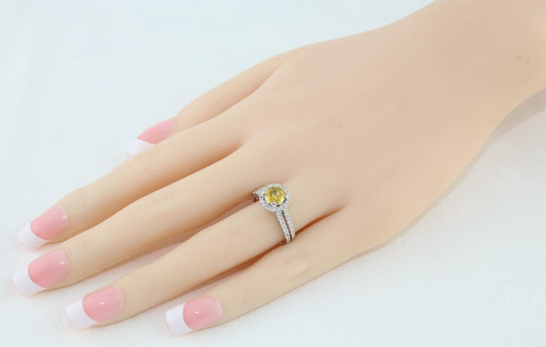 Round Cut AGL Certified 0.84 Carat Round Yellow Sapphire Diamond Gold Ring For Sale