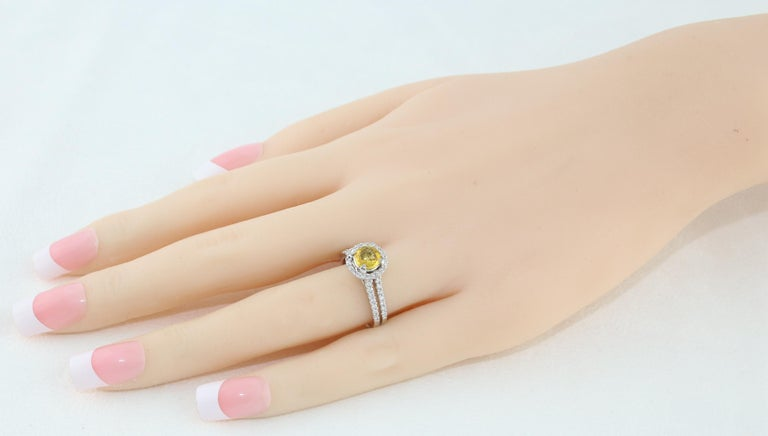 AGL Certified 0.84 Carat Round Yellow Sapphire Diamond Gold Ring In New Condition For Sale In New York, NY