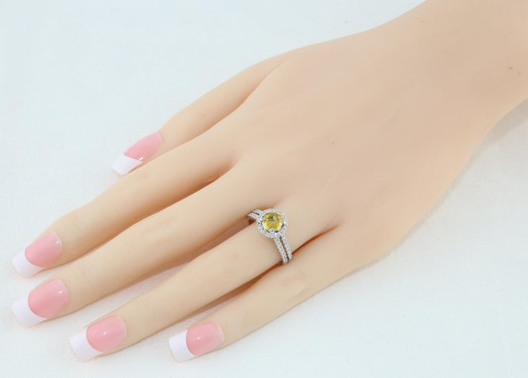 Women's AGL Certified 0.84 Carat Round Yellow Sapphire Diamond Gold Ring For Sale