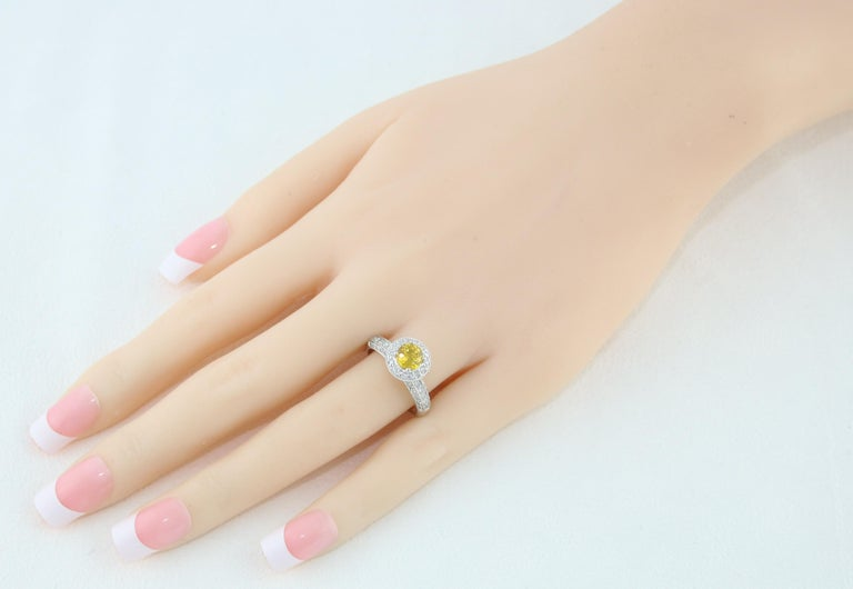 Contemporary AGL Certified 0.86 Carat Round Yellow Sapphire Diamond Gold Milgrain Ring For Sale