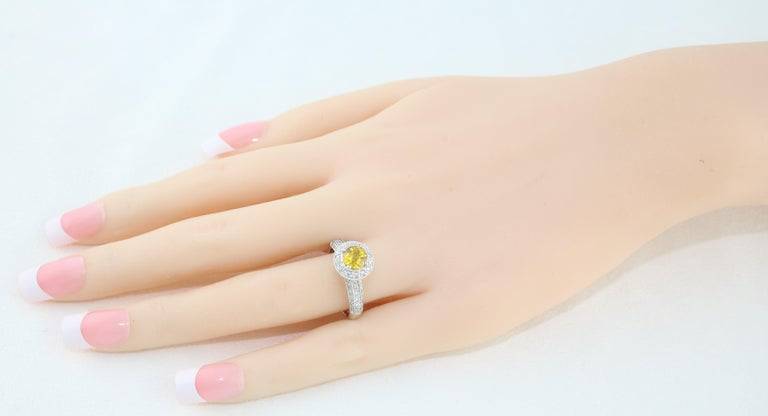 AGL Certified 0.86 Carat Round Yellow Sapphire Diamond Gold Milgrain Ring For Sale 1